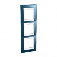 Рамка 3-местная вертикальная голубой лёд/белый Unika